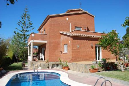 Coastal residential for sale in Calafell. House Costa Dorada