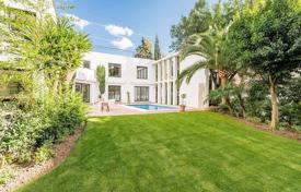 Fully renovated villa with a private garden, a swimming pool, a parking and a terrace, Puerto Banus, Spain for 1,400,000 €