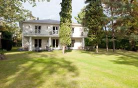 Property for sale in Vaucresson. Vaucresson – An exceptional contemporary property