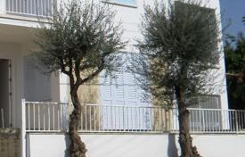 Residential for sale in Aglantzia. Ground floor house and upper house in Platy — Aglantzia