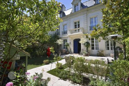 Luxury 4 bedroom houses for sale in Ile-de-France. Neuilly — Mairie