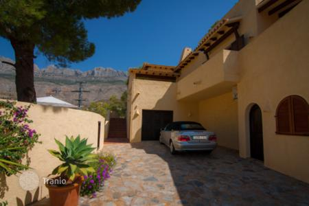 Houses with pools for sale in Altea. Villa - Altea, Valencia, Spain