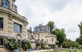 Luxury houses for sale in Ile-de-France. Louveciennes – A magnificent late 19th century property