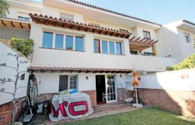 Townhouses for sale in Benalmadena. Beautiful townhouse in Torrequebrada located in the urbanization of just 8 houses