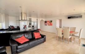 Residential for sale in Majorca (Mallorca). Furnished apartment with a parking in a house with garden and a swimming pool, Portals Nous, Spain