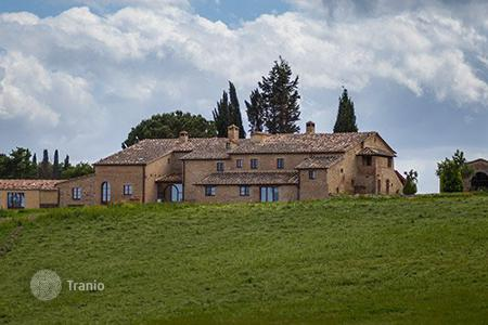 Villas and houses to rent in Buonconvento. Villa di Montesoli