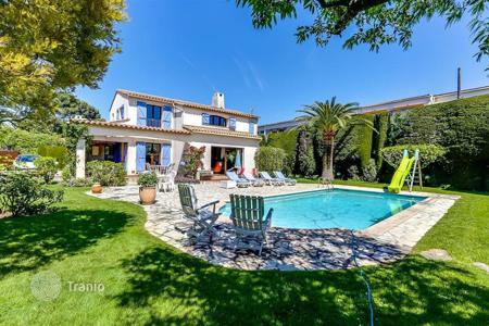 3 bedroom houses for sale in Antibes. Provence style villa, just in 5 minutes from the sea, in Juan-les-Pins, Cote d`Azur, France