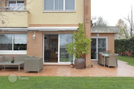 Property for sale in Cerdanyola del Vallès. Terraced house – Cerdanyola del Vallès, Catalonia, Spain