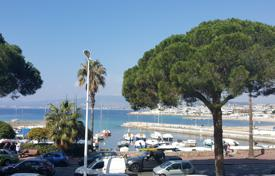 Coastal apartments for sale in Côte d'Azur (French Riviera). Cannes — Croisette — Splendid Apartment