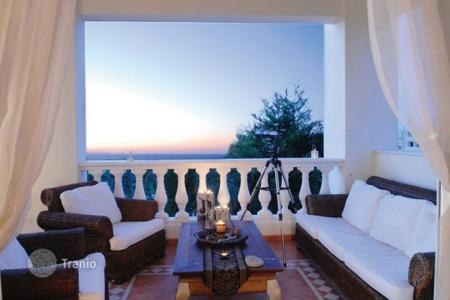 Villas and houses by the sea for rent with swimming pools in Gouves. Villa – Gouves, Crete, Greece