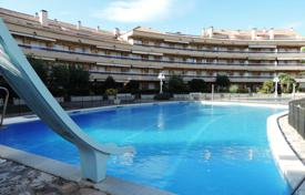 1 bedroom apartments by the sea for sale in Catalonia. Magnificent ground floor flat benefiting from gorgeous sea views and direct beach acces