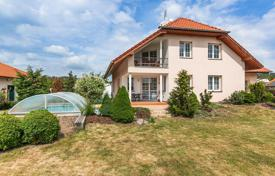 Houses with pools for sale in the Czech Republic. House for sale, 7+2kk, a balcony, two terraces, a pool, Prague West