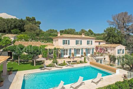 Luxury residential for sale in La Colle-sur-Loup. Close to Saint-Paul de Vence — Wonderful panoramic view