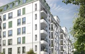 1 bedroom apartments for sale in Charlottenburg. Comfortable apartment with a balcony and views of the park, in a luxury residential complex near the Kurfuerstendamm, Berlin, Germany