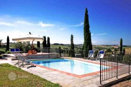 Villas and houses for rent with swimming pools in Montecatini Terme. Villa – Montecatini Terme, Tuscany, Italy