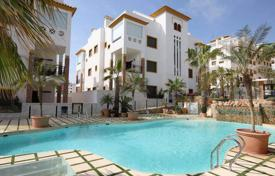 Apartments with pools by the sea for sale in Guardamar del Segura. Mediterranean-style apartments in a modern residential complex only 5 minutes walk from the beach