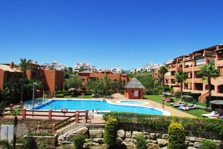 4 bedroom apartments for sale in Benahavis. Luxury 3 bedroom penthouse for sale