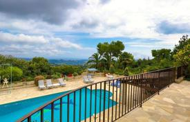 Luxury houses with pools for sale in La Colle-sur-Loup. Exclusive villa with a great location, between La Colle-sur-Loup and Saint Paul de Vence