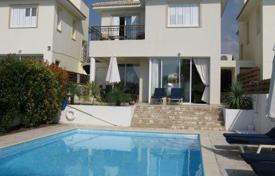 3 bedroom houses by the sea for sale in Peyia. 3 Bedroom Villa in the resort area, Coral Bay