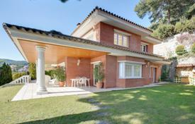 Houses with pools for sale in Cabrils. Large villa with a gym, a sauna, a swimming pool and a garage, Cabrils, Spain