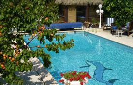 3 bedroom houses for sale in Bouches-du-Rhône. Beautiful spacious villa in a prestigious district of Marseille