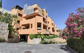 Apartments for sale in Costa del Sol. Elegant Luxury Apartment, Cumbres de Los Almendros, Benahavis