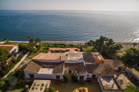 5 bedroom houses by the sea for sale in Andalusia. Villa – El Paraíso, Andalusia, Spain