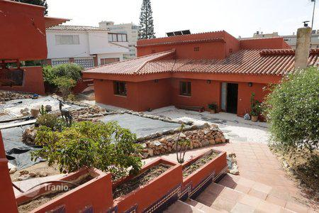 4 bedroom houses for sale in Fuengirola. Villa – Fuengirola, Andalusia, Spain