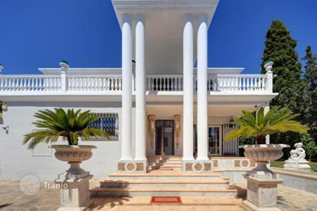 Luxury residential for sale in Andalusia. Spacious villa with a swimming pool in Guadalmina, Spain