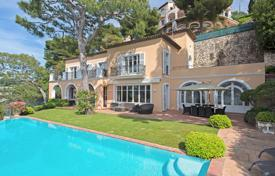 5 bedroom villas and houses to rent in Saint-Jean-Cap-Ferrat. Saint-Jean Cap Ferrat - villa with swimming pool