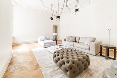 Residential for sale in Germany. Apartment in an old building in the center of Berlin