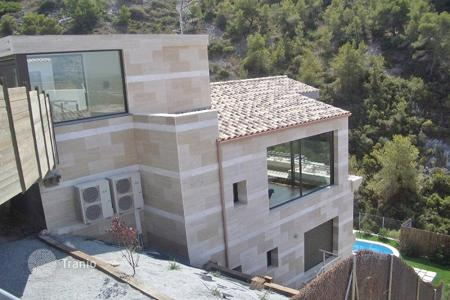 3 bedroom houses for sale in Catalonia. Modern villa in Sitges, Spain. Picturesque view, swimming pool