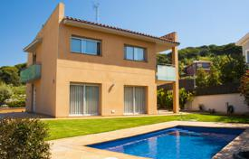 Houses with pools for sale in Sant Pol de Mar. Confortable tower in Sant Pol de Mar