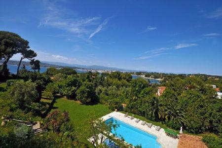 Luxury 6 bedroom houses for sale in Antibes. Villa - Antibes, Côte d'Azur (French Riviera), France