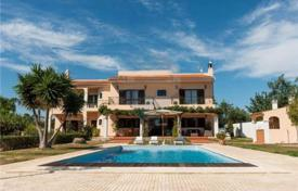 Houses with pools for sale in Faro. Villa with a pool and a garden, Loulé, Portugal