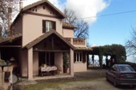 4 bedroom houses for sale in Abruzzo. Apartment in Pescara, Vestea. Italy