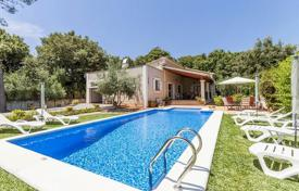 Houses for sale in Pollença. Lovely villa with a swimming pool in a quiet residential area not far from the town in Pollensa, Mallorca