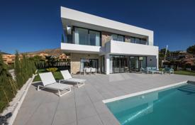 Houses with pools for sale in Finestrat. Luxury villa with a pool and a garden in Finestrat, Alicante, Spain