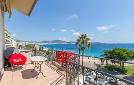 Promenade des Anglais, lovely renovated 3 room apartment on the top floor with spacious terrace and sea view for 550,000 €