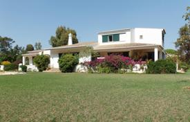 6 bedroom houses for sale in Algarve. 4 bedroom villa with pool and 2 bedroom guest accommodation, Penina, West Algarve