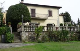 5 bedroom houses for sale in Florence. Two-level villa in Florence, Italy. Large plot, terrace, balcony, garden and parking.
