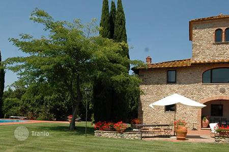 Villas and houses for rent with swimming pools in San Casciano In Val di Pesa. Villa la Colombaia
