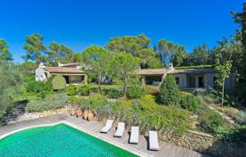 "Villas and houses to rent in Mougins. Provencal ""mas"" in Mougins"