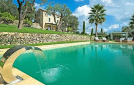 Luxury houses with pools for sale in Mougins. Mougins — Panoramic sea view