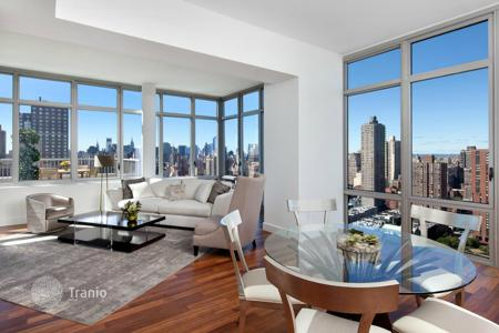 4 bedroom apartments for sale in North America. Penthouse overlooking the Manhattan skyline