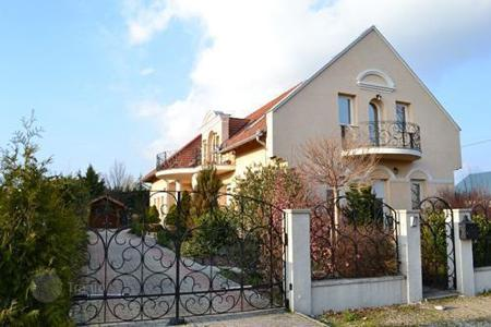 6 bedroom houses for sale in Keszthely. Detached house with high standards in a peaceful cul-de-sac, 500 m from the Northern Shore of Lake Balaton and 5 km from a Golf Course