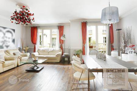 Property for sale in Ile-de-France. Renovated apartment in La Muette district, Paris, France