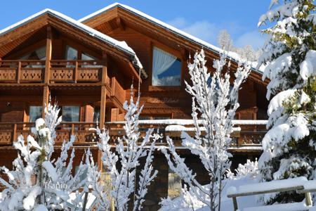Luxury residential for sale in Meribel. Superb chalet — Close to the resort center