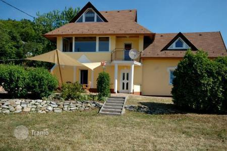 3 bedroom houses for sale in Vonyarcvashegy. Modern detached house in one of the most beautiful parts of village. The village is located only a few kilometres from Hévíz and Keszthely