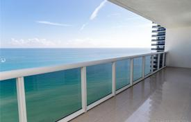 Spacious apartment with ocean views in a residence on the first line of the beach, Hallandale Beach, Florida, USA for $980,000